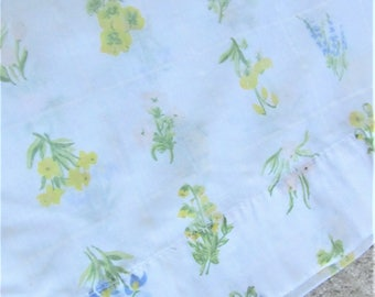 Double/Full Flat Sheet, Beautiful Vintage Floral, No Iron, Blue Yellow Pink flowers, Green foliage, Shabby Chic, French Country #1044