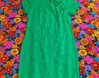 Vintage Green Floral Embossed Fabric Qipao Cheongsam Hawaiian Short Sleeve Frog Closure Maxi Full Length Dress
