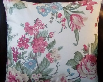 "18""x18""pink floral pillow cover with zipper."