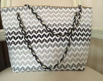 """Scandinavian Chevron"" patterned tote bag in shades of grey"