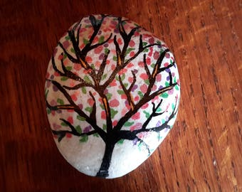 Pebble painted by hand, decoration or paperweight