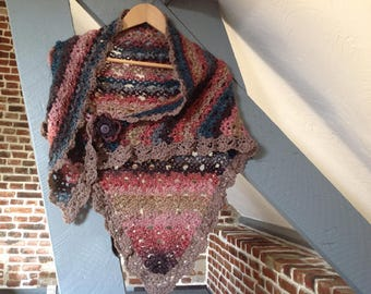 "Crocheted triangular shawl, collection ""Infinitely it"""