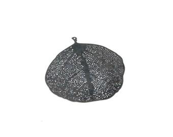 Vein 52 * 50 mm black metal leaf pendant