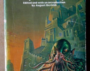 Tales of the Cthulhu mythos volume 1.   H.P.Lovecraft and others.