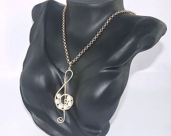 CLEF key PENDANT with freshwater pearls mounted on brass