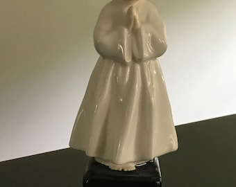 Figurine Doulton & Co. Bedtime/ Girl in Prayer/First Holy Communion Figurine