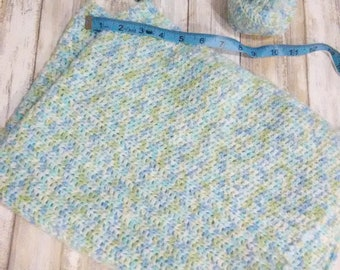 Preemie green and blue blanket/hat/and bootie set