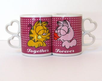 Garfield & Arlene Together Forever Kissing Interlocking Mugs with Heart Handles | Vintage Garfield the Cat Collectible Mugs