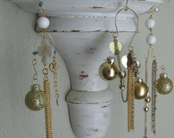 Christmas ornaments gold and white, Vintage jewelry, Gold chain, Glass beads, Heart pendant.3 items. Longest is 11 inches UpcycledKreations