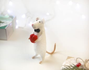 Needle Felted Mouse With Red Heart Needle Felt Animals Lovely Gift Romantic Gift Girlfriend gift Cute gift Cute mouse, felted sculptures
