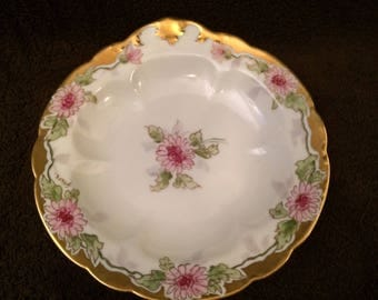 D & C France Scalloped plate - purple flowers with gold trim