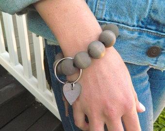 Keychain Bracelet, Bracelet Keychain, Beaded Key Wristlet, Bracelet for Keys, Keychain Jewelry, Dyed Wood bead keychain, Taupe, heart