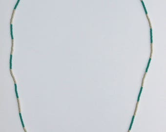 MUNKI - Glass bead necklace with sterling silver finishes