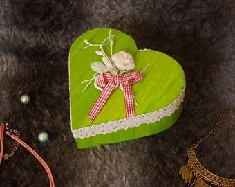 Spring heart box