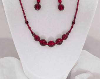 Classic delicate beaded necklace with earrings