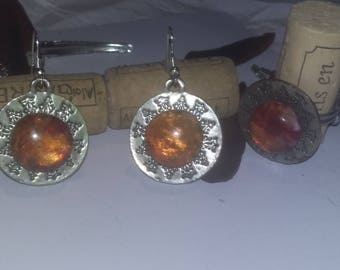 Set of 2 UNIQUE pieces ring + pair of earrings of amber. / Set of 2 pieces ring + pair of earrings in the color of amber.