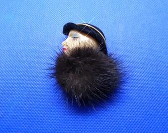 Brooch: woman's head