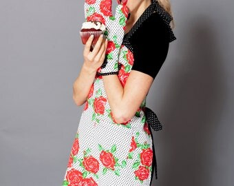 Red Roses Polka Dots Oven Mitt