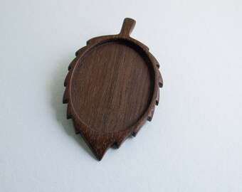 LARGE and LIGHT - Leaf brooch setting blank hardwood finished - Walnut - 38 x 48 mm cavity - NCY