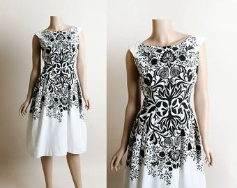 Vintage 1950s Dress - Novelty Print Floral Explosion Vine Burst Silhouette Shadow Black & White Optical Illusion Dress - Small