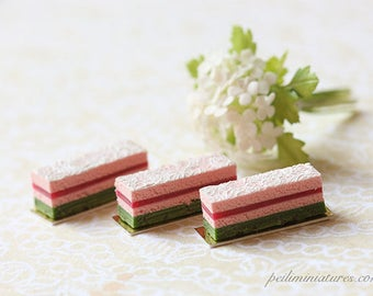 Dollhouse Miniature Food -Délicat Lace Cake Slice