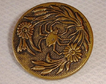 Antique Brass Picture Button with a Spider - X-large - excellent big Button