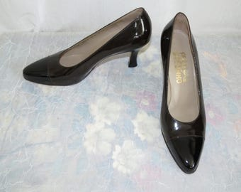 Salvatore Ferragamo Classic luxury black patent leather pumps size 9 B