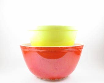 Pyrex Mixing Bowls Glass Ovenware Primary Color Farmhouse Kitchen Red 1 1/2 quart and Yellow 1 1/2 Pint Replacement