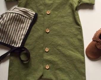 Green linen baby sunsuit, short romper, baby sunsuit, summer romper, one piece romper, toddler romper, baby play suit