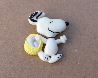 1966 Snoopy Easter Egg Hunting Vintage Pin, Peanuts Character, Easter Vintage Pin, Collectible Hallmark Cards Pin