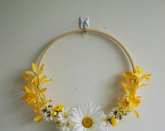 Modern, Boho, Mini Silk, Floral Door Wreath, is Unique  year round wreath, Sunny yellow wreath , Daisy wreath, Boho Wreath