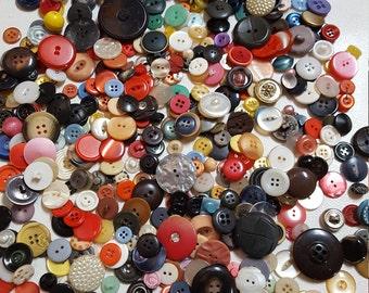 500 Old Buttons and Vintage Jar Made in France - Oak Hill Vintage