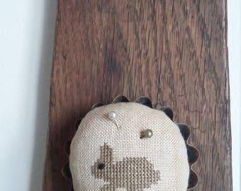 """primitive stitch Bunny round 2 1/2"""" mini tart tin balsam fir pin cushion pin keep"""