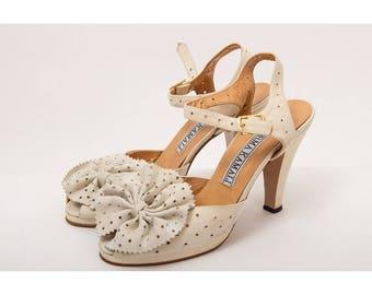 Vintage Norma Kamali / 1980s does 1940s bone suede peep toe ankle strap platform pumps / Bow heels 8 9