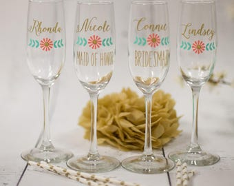 Personalized toasting flutes. Bridesmaid gift, Wedding Party gifts, Maid of Honor gift, bridal party favor, flower flourish design, bride