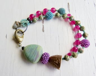 Olive Skies - handmade artisan bead bracelet in olive green and magenta with lampwork, handwoven and pressed glass, dyed jade - Songbead, UK