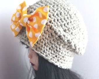 Blythe crochet hat. Blythe clothes. ooak Blythe ears hat. Blythe accessories Blythe doll hat. beige hat, yellow polka dots brooch