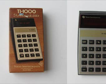 1977 Texas Instruments TI-1000 Red LED 5 Function Calculator With Box