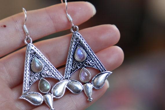LABRADORITE TULIP EARRINGS - Oxodised Silver Earrings - Labradorite - Healing Crystal Jewellery - Chakra Earrings - Vintage - Gemstone