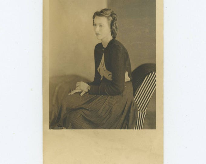 Vintage Snapshot Photo: Young Woman, Seated, c1940s RPPC (79605)
