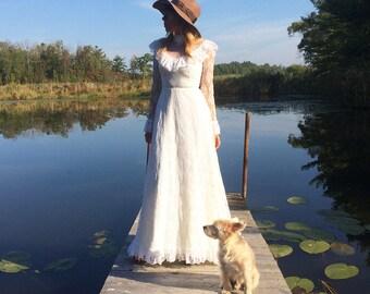 Vintage 1970's Dreamy LACE Bohemian Long Sleeve Romantic Victorian Dress || Size XS || Size 0-2