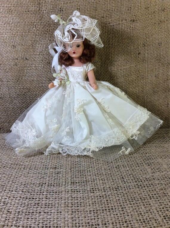 Vintage sleepy eyed doll from the mid century, vintage wedding doll, sleepy eyed wedding doll, vintage bride, sleepy eyed bride