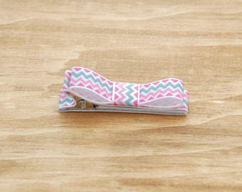Double prong alligator clip fully lined in satin ribbon with white , pink , grey chevron stripes for toddler , baby and girl with bow on top