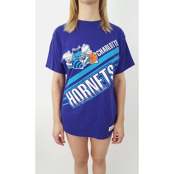 NBA Charlotte Hornets Vintage Tee -  NBA Basketball Purple Unisex Sporty Tshirt - Medium Sports Vintage NBA Graphic T-shirt - North Carolina