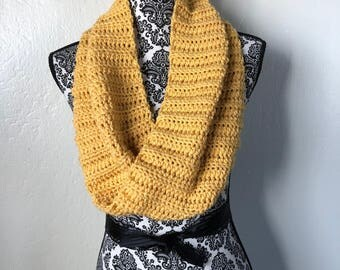 Yellow Mobius Cowl