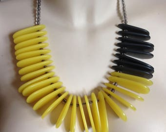 Necklace - Very chunky pale lemon yellow and grey plastic beads statement necklace