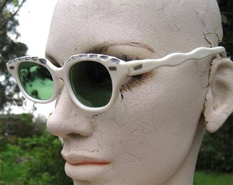 50s Rockabilly White Cat Eye Sunglasses w Green Glass Lenses