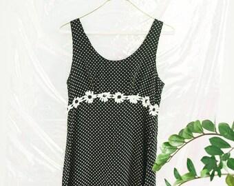 Vintage Womens Polka Dot Daisy Dress