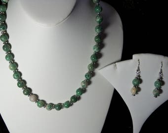 A Beautiful Qinghai Jade Necklace and Earrings. (2017184)