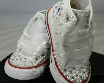 Flower Girl Wedding Converse- Bridal Sneakers- Bling & Pearls Custom Converse- Wedding Sneakers- Converse hochzeit- Kids Bling Converse